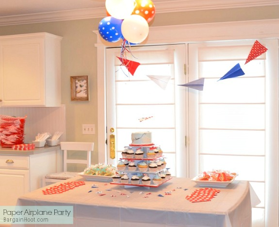 Diy birthday party paper airplane theme for Airplane party decoration ideas